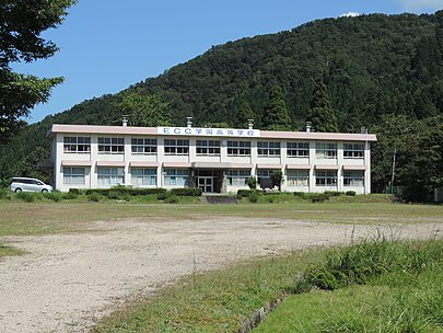 ECC学園高等学校 高島校 (Wikipediaより)